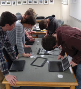 PIT-Crew-repairing-chromebooks